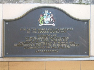 Bethnal_Green_stn_memorial_plaque